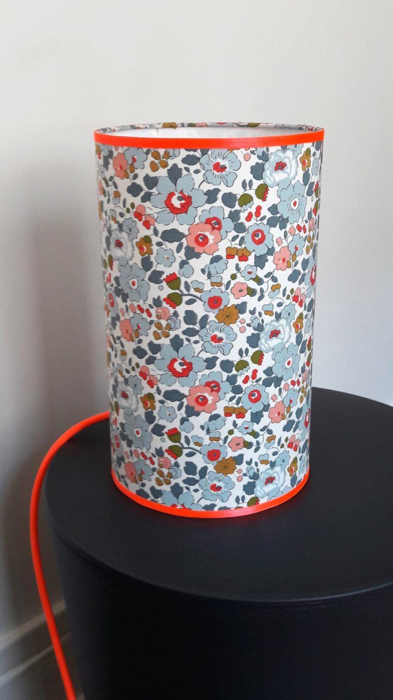 magasin luminaire lyon décoration lampe totem liberty betsy porcelaine décoration