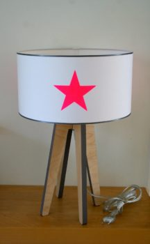 magasin luminaire lyon lampe quadripode étoiles roses fluo