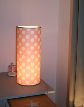 magasin luminaire lyon lampe totem grand modèle rose pois blancs 1