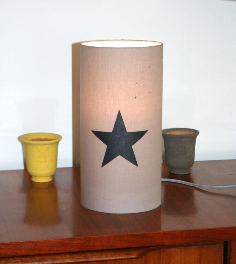 magasin luminaire lyon lampe totem gris étoile noire argenté décoration