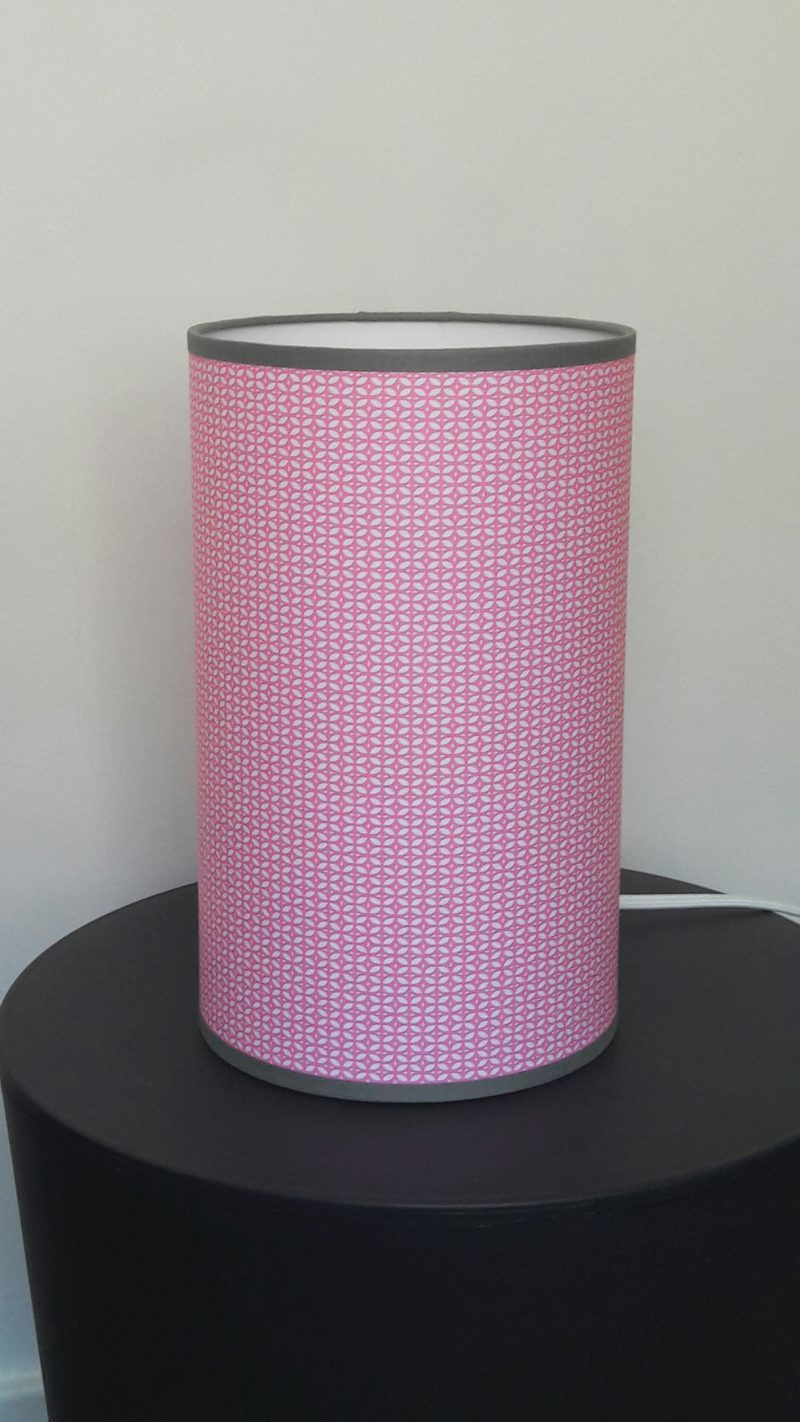 luminaire lyon décoration intérieure chambre enfant fille rose gris lampe totem