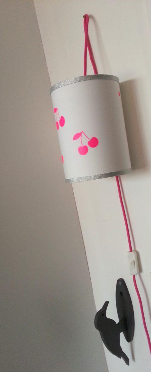 magasin luminaire lyon lampe baladeuse cerises rose fluo argentée chambre enfant fille décoration 1