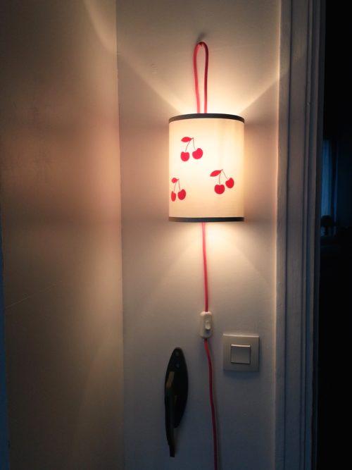magasin luminaire lyon lampe baladeuse cerises rose fluo argentée chambre enfant fille décoration 2