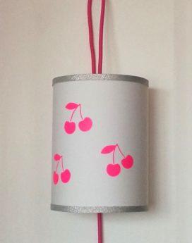 magasin luminaire lyon lampe baladeuse cerises rose fluo argentée chambre enfant fille décoration