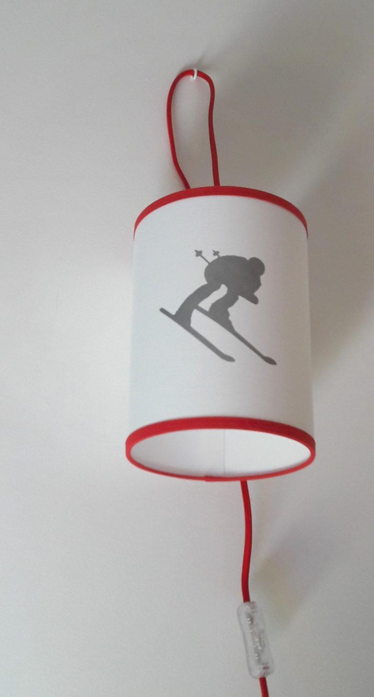 magasin luminaire lyon lampe baladeuse montagne hiver schuss argenté rouge skieur en élan décoration