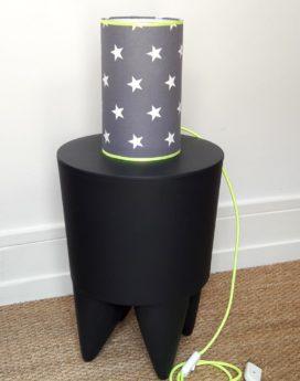 magasin luminaire lyon lampe totem étoiles blanches jaune fluo deco