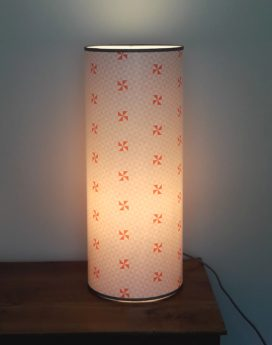 magasin luminaire lyon lampe totem hélices géométrique pastels chambre décoration 1
