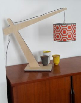 magasin luminaire lampe potence rouge géométrique lyon