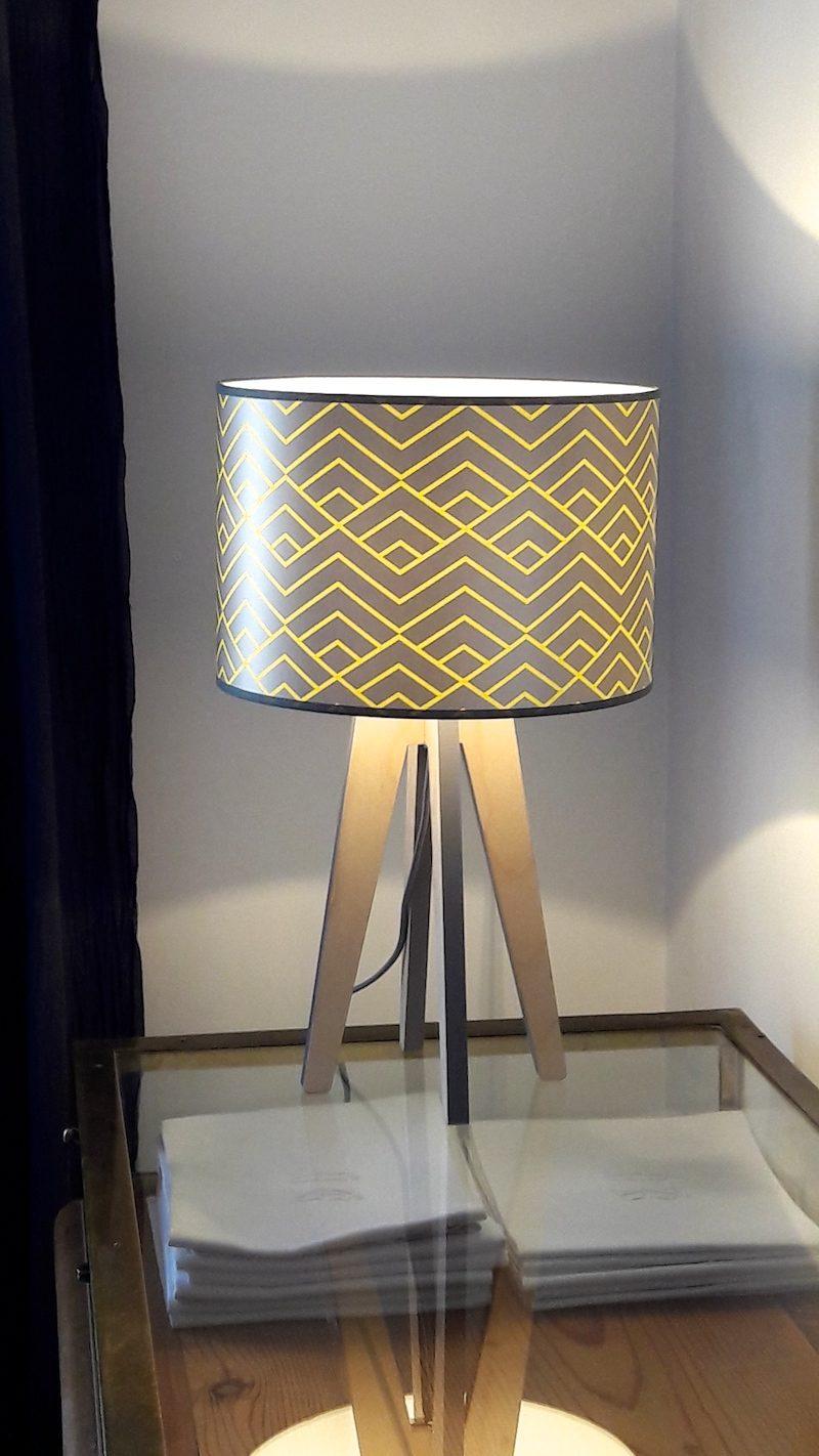 magasin luminaire lampe quadripode zigzag jaune