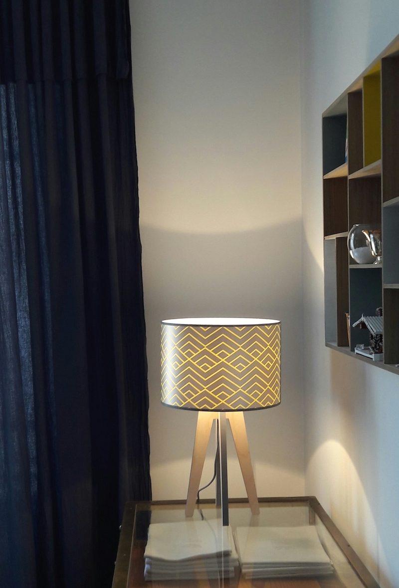 magasin luminaire lampe quadripode zigzag jaune lyon métal