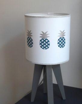 magasin luminaire lyon lampe quadripode ananas argenté bleu chambre enfant décoration intérieure