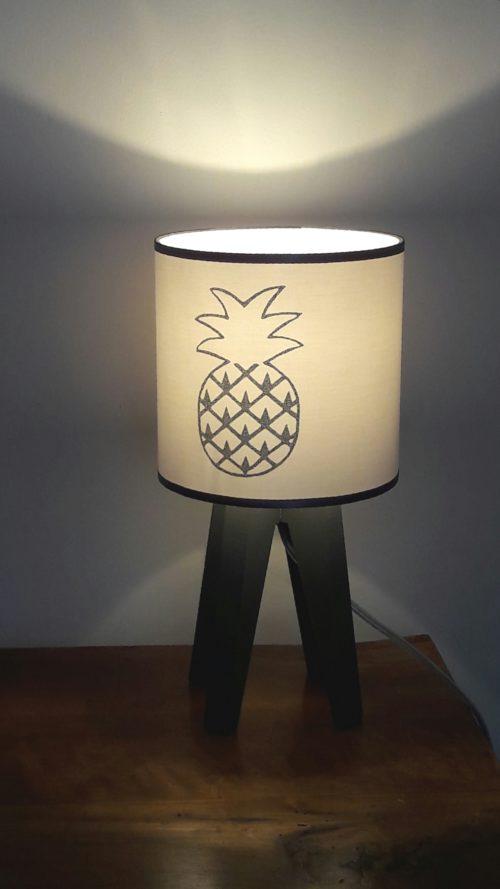 magasin luminaire lyon lampe quadripode chambre enfant ananas argenté décoration intérieure