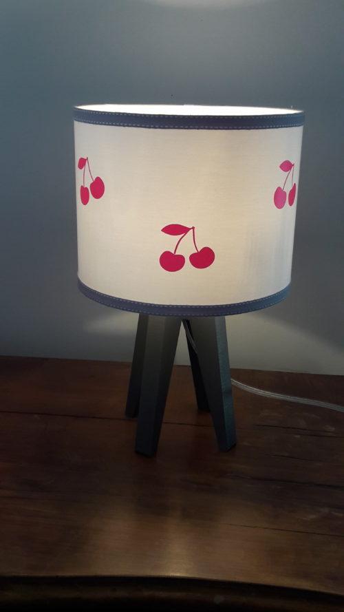 magasin luminaire lyon suspension décoration chambre enfant fille cerises roses fluo