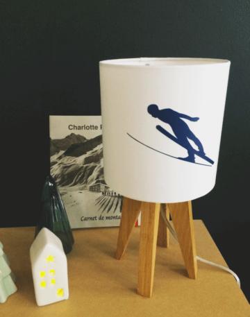 magasin luminaire lyon lampe quadripode mini thème hiver skieur en élan montagne marine décoration 1