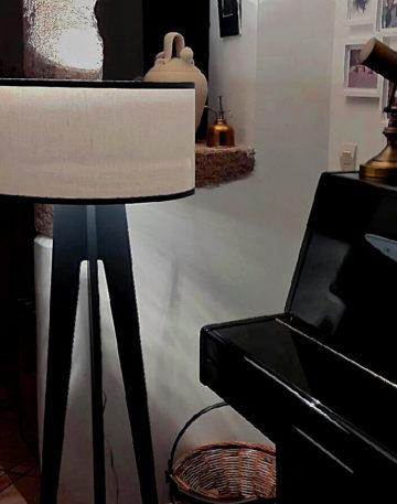 lampadaire blanc et gris