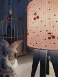 mini lampe quadripode pois et cerises en tissu rose nude