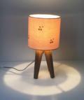 mini lampe quadripode en gaze de coton rose nude et cerises dorées