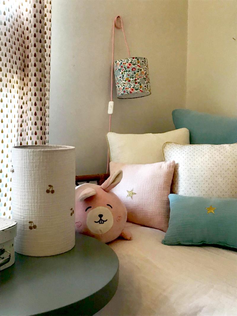 magasin luminaire lyon décoration chambre enfant double gaze de coton cerises dorées 2