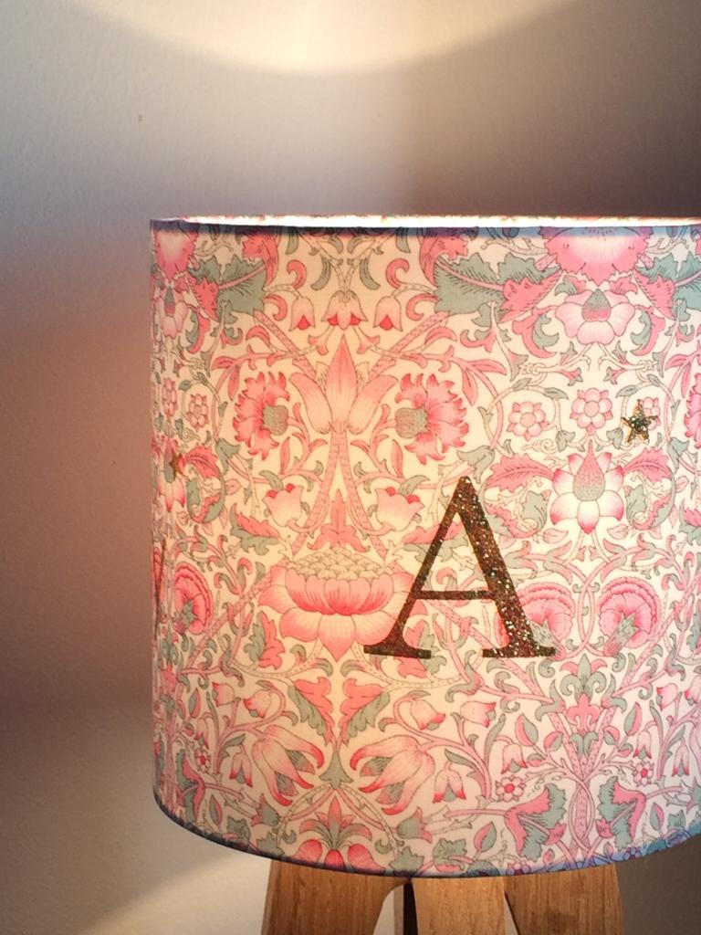 magasin luminaire lyon lampe quadripode liberty lettre A