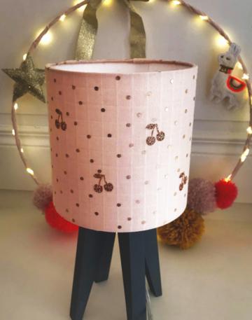 magasin luminaire lyon lampe quadripode rose nude pois cerises chambre enfant décoration
