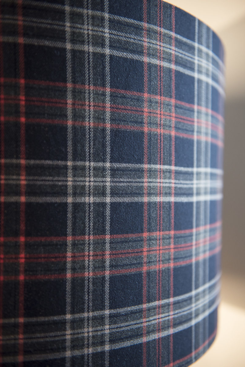 magasin luminaire lyon lampadaire motif ecossais decoration interieur abat jour