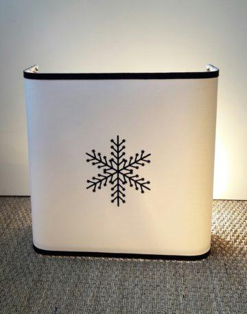 magasin luminaire lyon applique murale flocon neige decoration chalet interieur blanc noir montagne