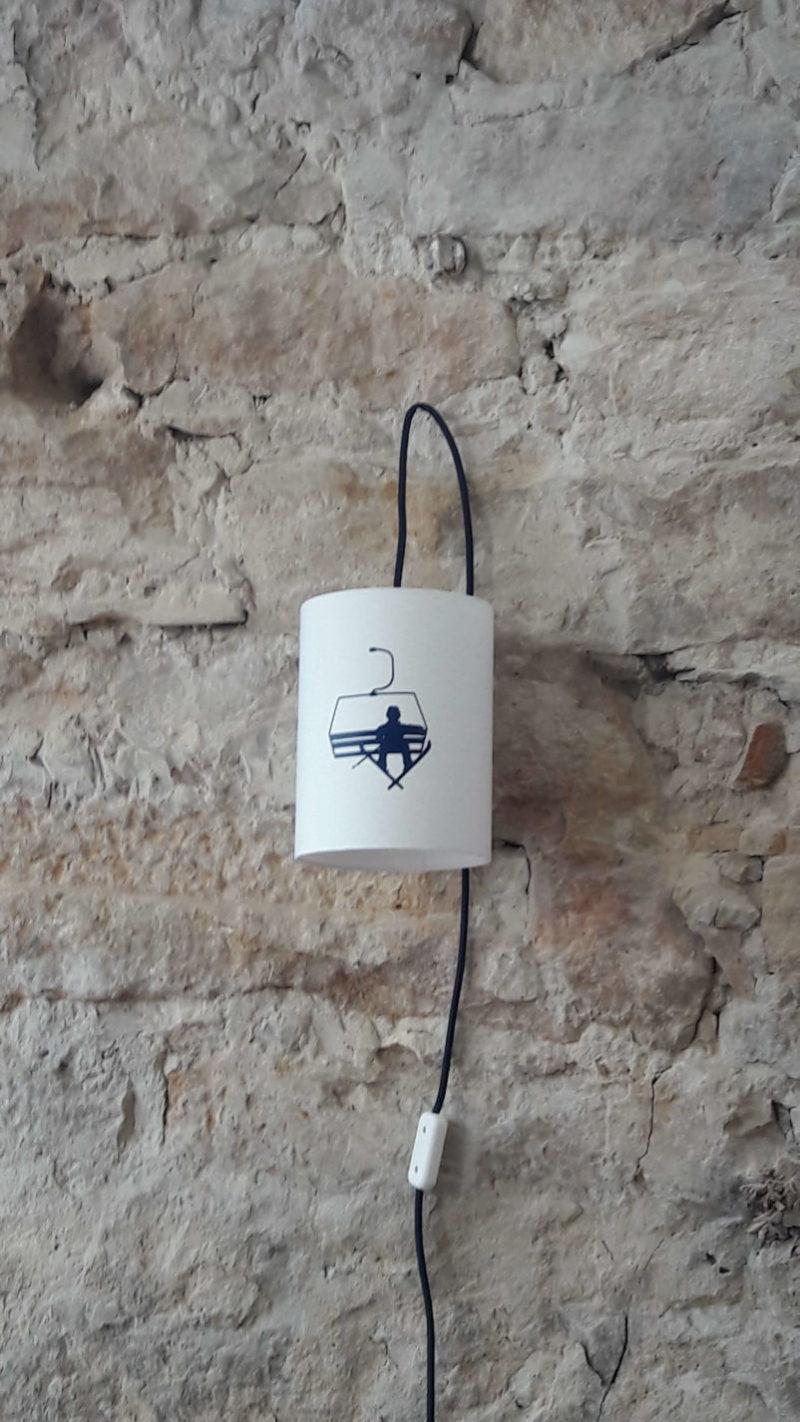 magasin luminaire lyon lampe baladeuse chambre montagne décoration intérieur télésiège bleu marine jean claude dusse