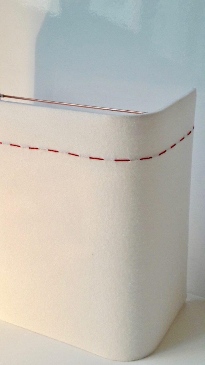 magasin luminaire lyon applique murale demi carré flanelle decoration interieur chalet surpiqure rouge
