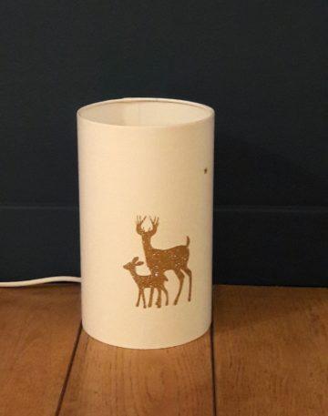 magasin luminaire lyon lampe totem blanche cerf faon paillete doré decoration interieur chalet campagne