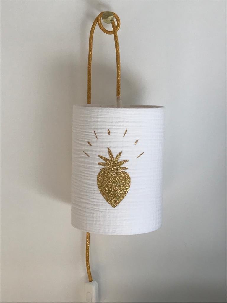 magasin luminaire lyon lampe baladeuse abat jour chevet chambre decoration interieur double gaze coton blanche coeur paillete dore