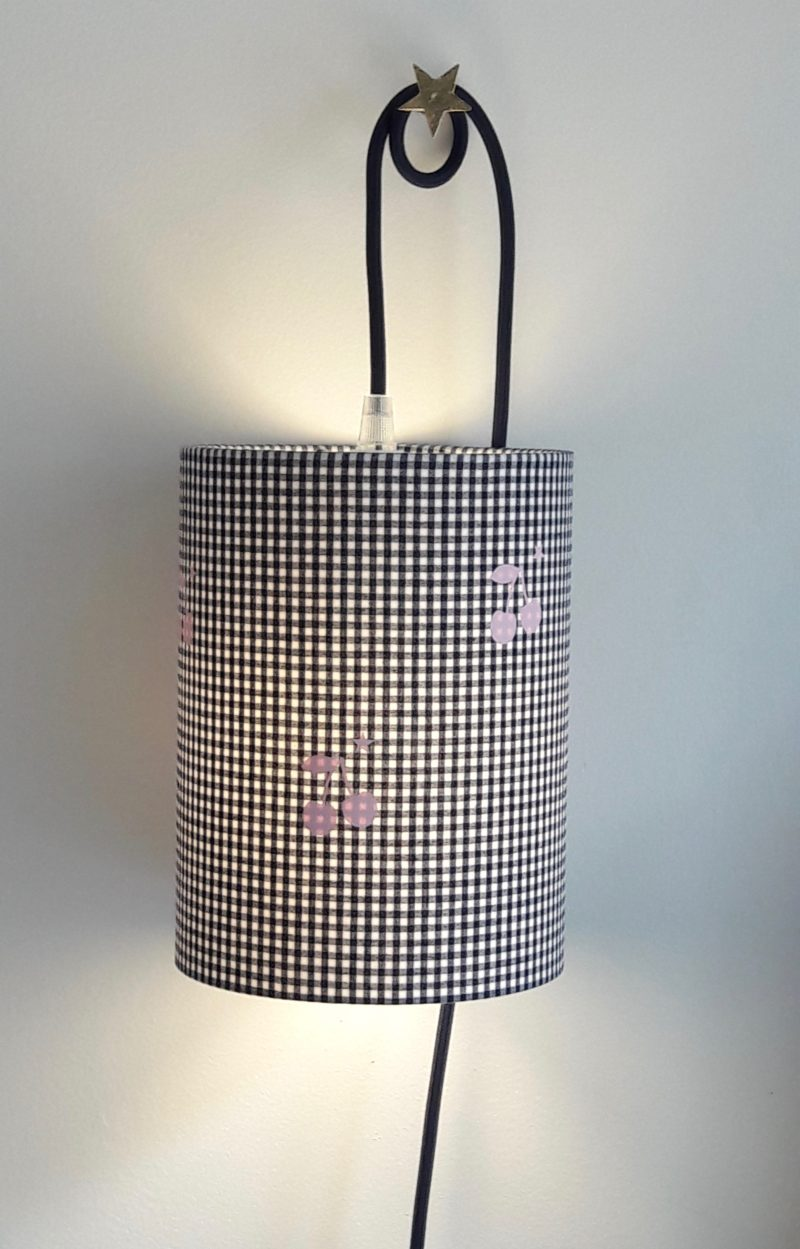 magasin luminaire lyon lampe baladeuse abat jour tissu vichy marine cerise rose decoration chambre enfant
