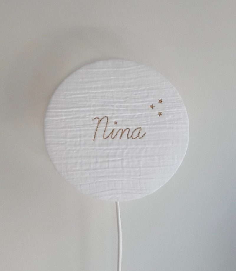 magasin luminaire lyon lampe tam tam à poser applique personnalisé prénom cadeau naissance decoration chambre enfant Nina