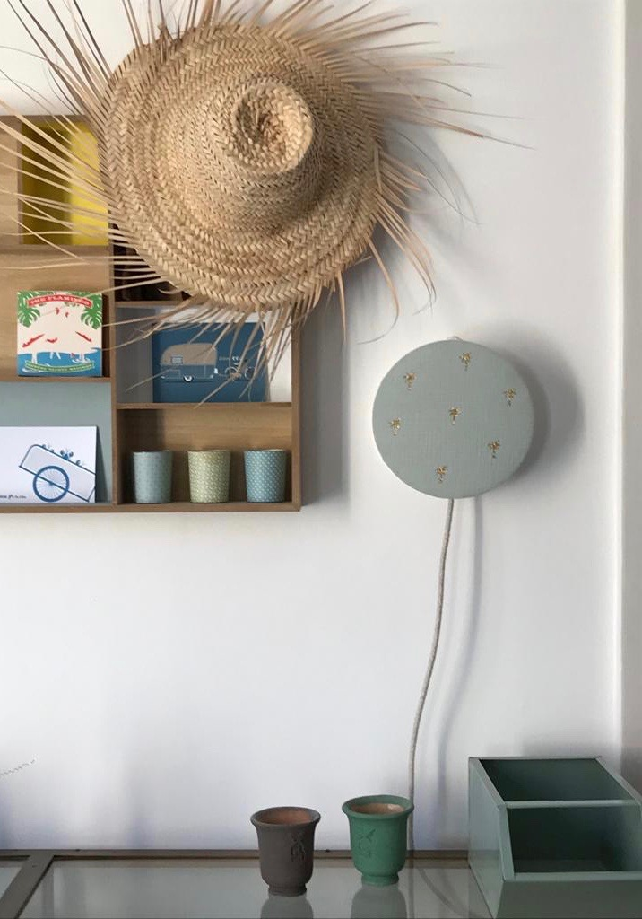 magasin luminaire lyon lampe tam tam abat jour applique murale tissu double gaze coton palmier paillete dore vert tilleul chambre enfant