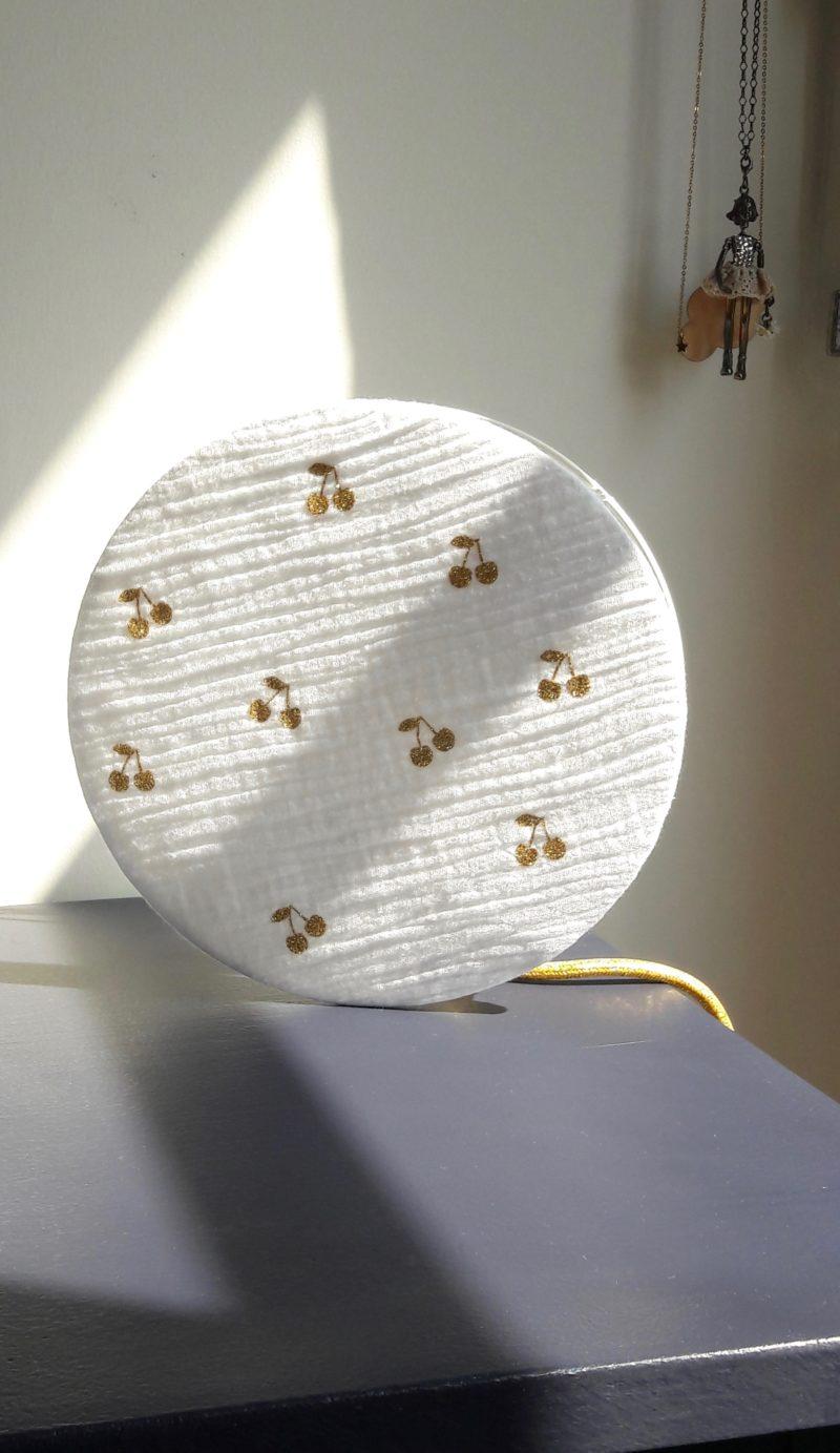 magasin luminaire lyon lampe tam tam double gaze coton blanche cerise paillete dore idee cadeau decoration chambre enfant