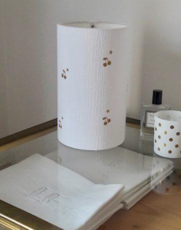magasin luminaire lyon lampe totem chevet bureau decoration chambre enfant double gaze coton blanc cerise pailletee or