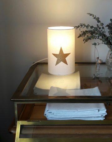 magasin luminaire lyon lampe totem tube chevet double gaze coton blanche decoration interieur chambre etoile or