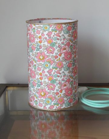 magasin luminaire lyon lampe totem tube decoration interieur chambre enfant tissu liberty betsy cup cake