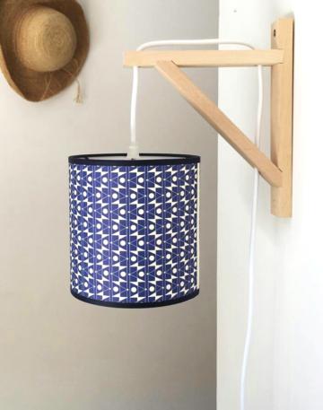magasin luminaire lyon applique murale équerre abat jour decoration interieur chambre papier geometrique esme winter bleu
