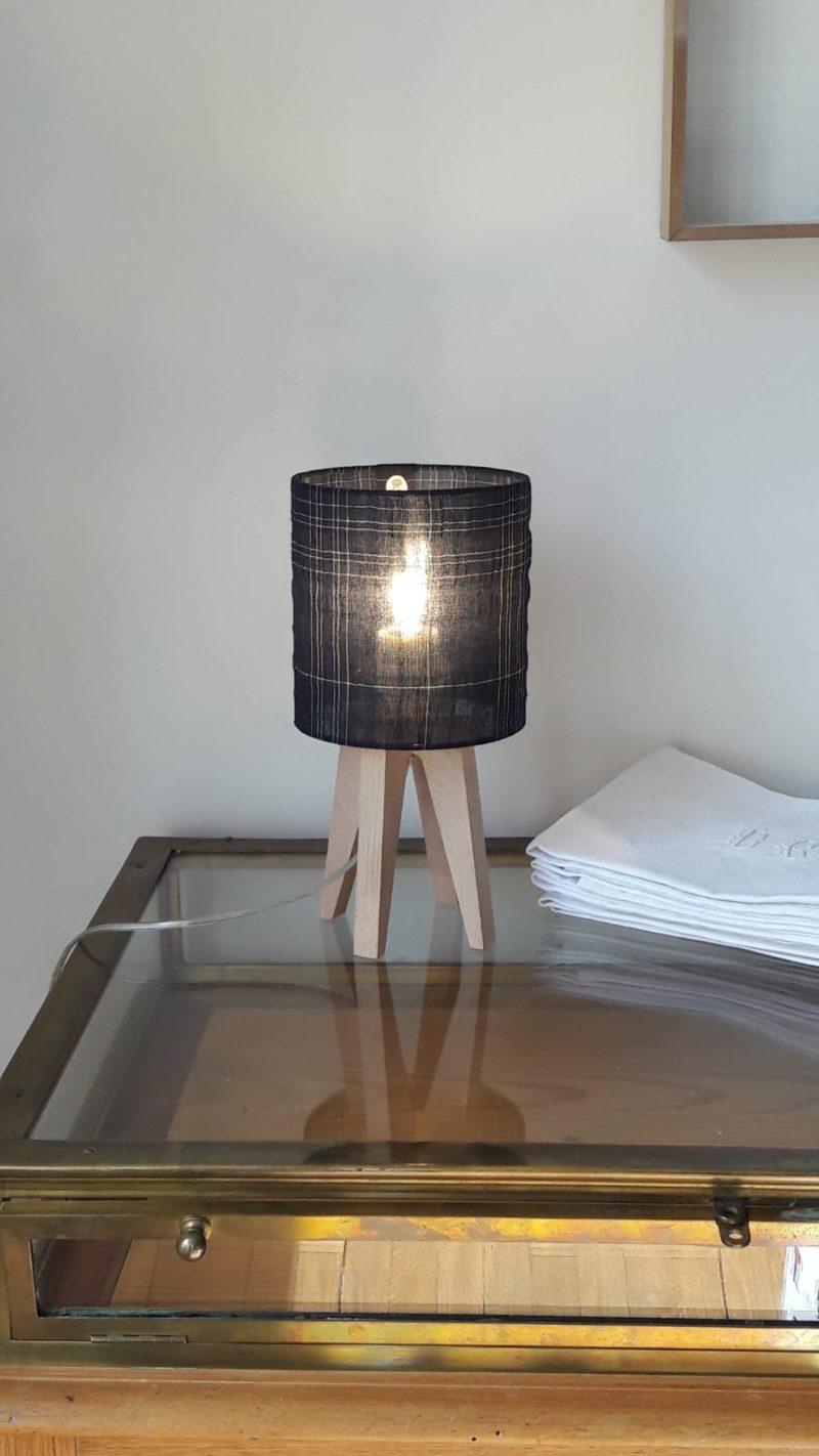 magasin luminaire lyon decoration interieur chambre lampe chevet bureau salon abat jour tissu carreaux bleu marine