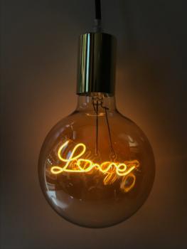 magasin luminaire lyon lampe ampoule love suspension deco murale lumiere decoration interieur maison baladeuse