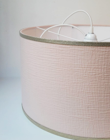 magasin luminaire lyon nude suspension abat jour double gaze coton argente decoration chambre rose bordures paillettes argente