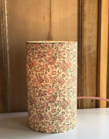 magasin luminaire lyon lampe totem abat jour sur mesure Liberty fabrics felicite powder deco chevet chambre interieur